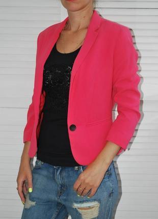 Яркий розовый блейзер хс bershka