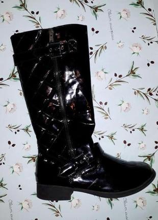 🌿1+1=3 модные черные высокие лаковые демисезонные сапоги на низком каблуке, 38 размер