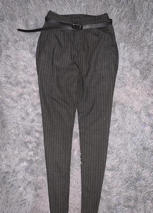 Стильные классические брюки в полоску  бренд grunt