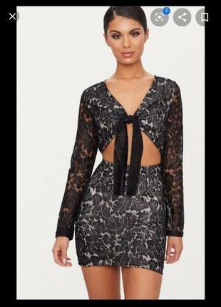 Кружевное нарядное платье с завязкой на груди вырезами