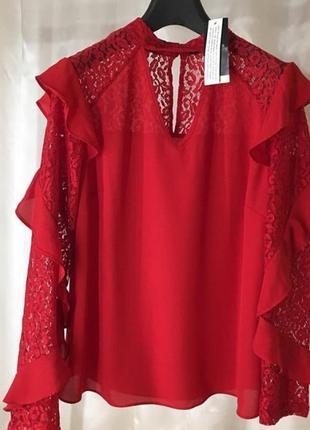 Красная блузка с воланами и ажуром