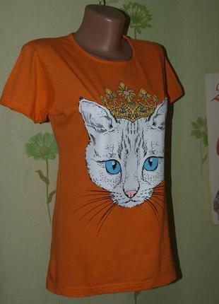 Яркая оранжевая футболка-королева кошка- s- m-