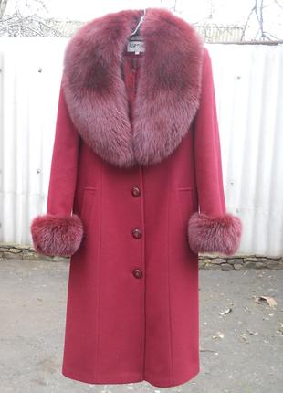 Драповое пальто с песцовым воротником и манжетами