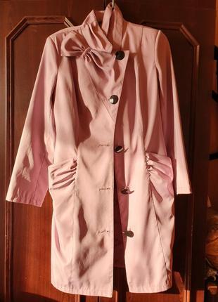 Фиолетовое пальто с карманами розовый плащ на пуговицах