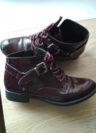 Лакированные ботинки цвета марсала