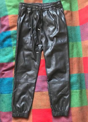 Кожаные штаны bershka