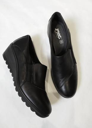 Полностью кожаные туфли на танкетке. италия !