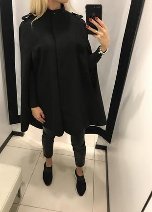 Черное пончо kira plastinina. оверсайз. черное пальто накидка.