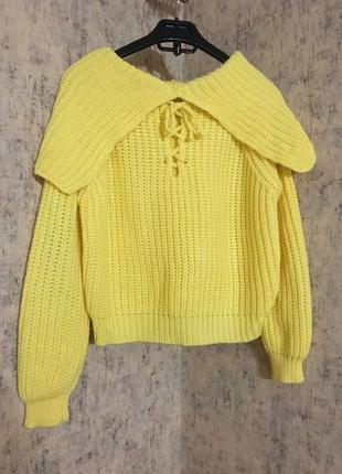 Желтый свитер толстой вязки на завязках