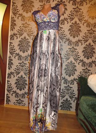Длинное платье-сарафан со змеиным принтом и яркими узовами!