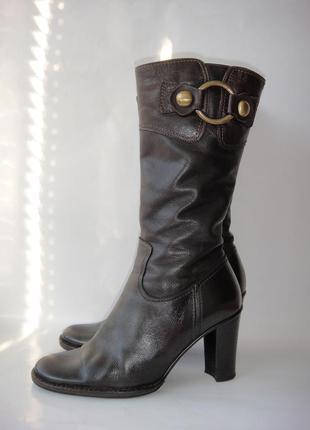 Сапоги зимние. кожаные.  очень теплые. р. 37 (23,5 см) каблук 9 см.