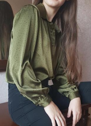 Блузка в горошек цвета хаки. искусственный шелк.