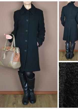 Теплое классическое пальто полуприталенного фасона с высокой шлицой ow48051