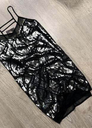 Новое платье в пайетки прямого силуэта