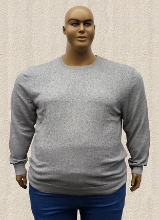 Тонкий мужской свитер большого размера.