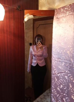 Молодежный из плотного атласа красивый пиджак