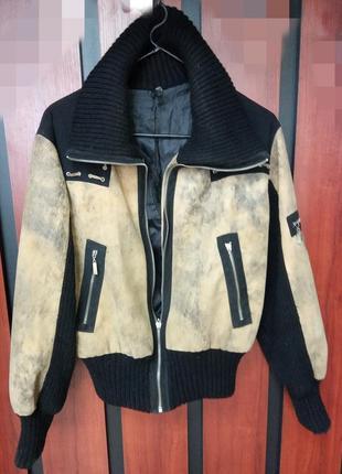 Удобная, демисезонная куртка спортивного типа