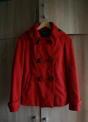 Классное демисезонное пальто, красный дафлкот от atmosphere3