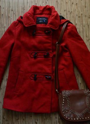 Классное демисезонное пальто, красный дафлкот от atmosphere