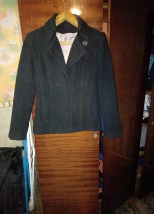 Шерстяное короткое пальто