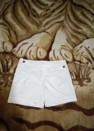 Классные белые шорты
