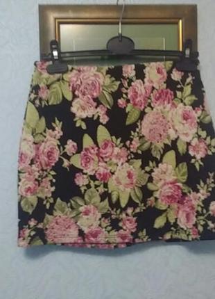 Прекрасная юбка с жаккардовым узором( гобелен розы)