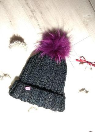 Вязанная красивая шапка ручной работы