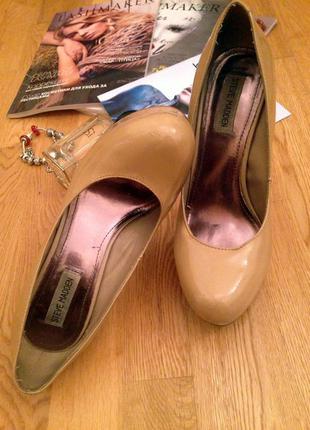 Лаковые нюдовые туфли на высоком каблуке от steve madden