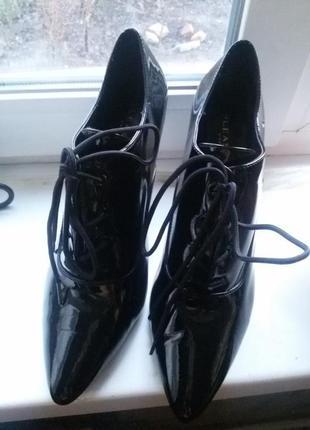 Стильные лаковые ботильйоны, ботинки. туфли pleaser