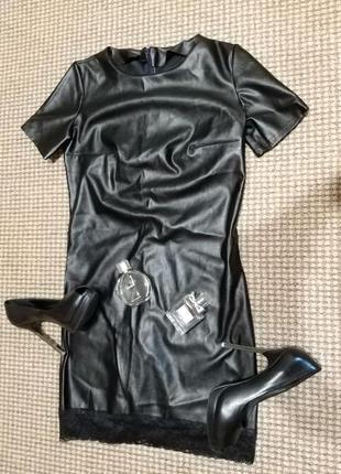 Маленькой чероное платье