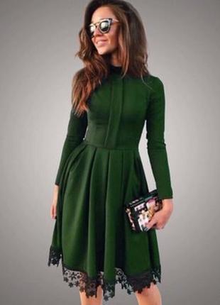 Зеленое платье с гипюром