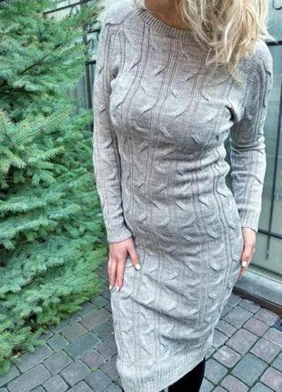 Вязаное платье длины миди с красивым узором