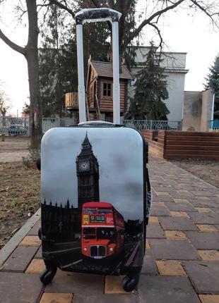 Качественный чемодан из поликарбоната. ручная кладь