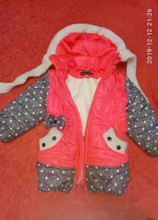 Очень милая куртка для девочки, с пояском и кошечкой на попе)