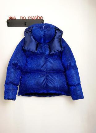 Блестящий короткий пуховик оверсайз куртка дутый объемный с капюшоном люрекс синий яркий