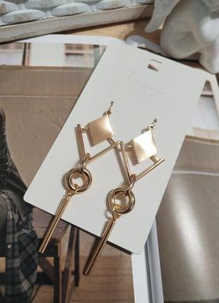 Актуальные длинные серьги-подвески i am, золотистые сережки ромбы asos1 фото