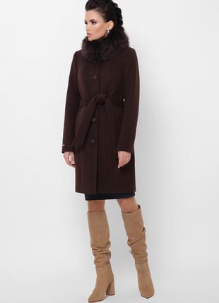 Коричневе зимове пальто з песцем