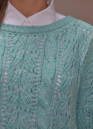 Нежный мешковатый свитер красивой вязки