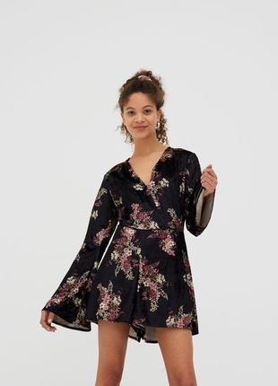 Стильный ромпер , короткий ромпер в цветы на запах, мини платье рукав клёш
