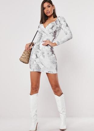 Платье в принт с объёмными рукавами missguided, на запах по фигуре мини