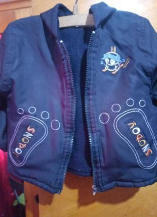 Курточка возле дома
