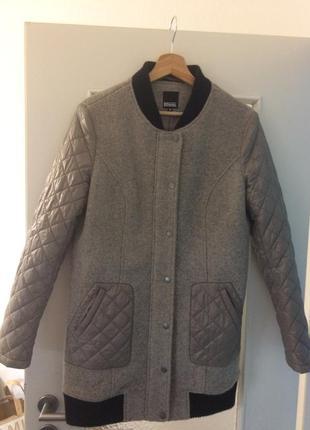 Стильная  брендовая курточка шерсть 80 %