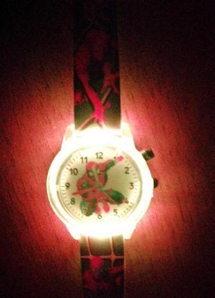 Детские наручные часы спайдермен.