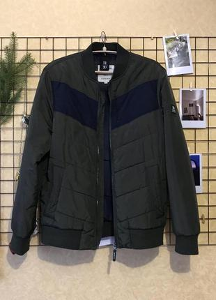 Стильный бомбер , демисезонная куртка на молнии , хаки бомбер