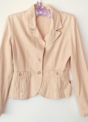 Пиджак светло бежевый