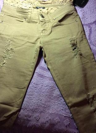 Рваные джинсы итальянской фирмы