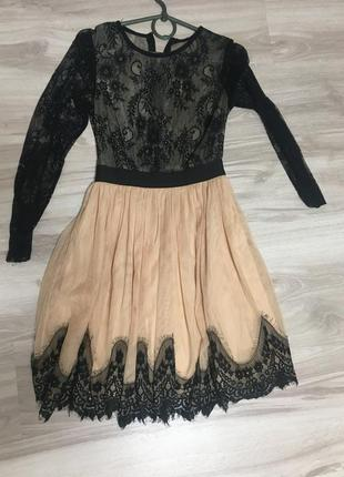 Плаття з французького кружева