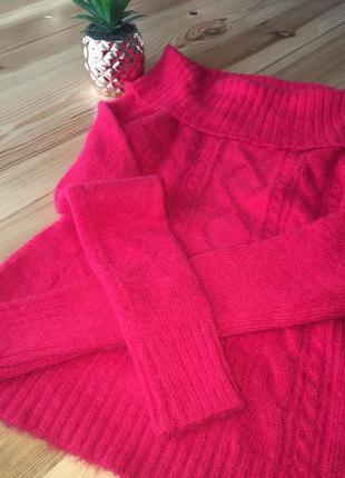Тёплый , мягкий свитер