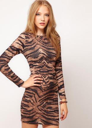 фото женщины в тигровой одежде
