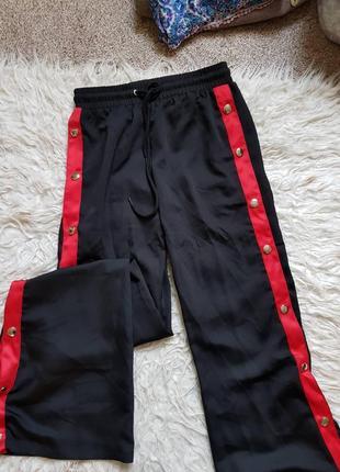 Шикарные брюки с красными лампасами на кнопках. размер - 8/с